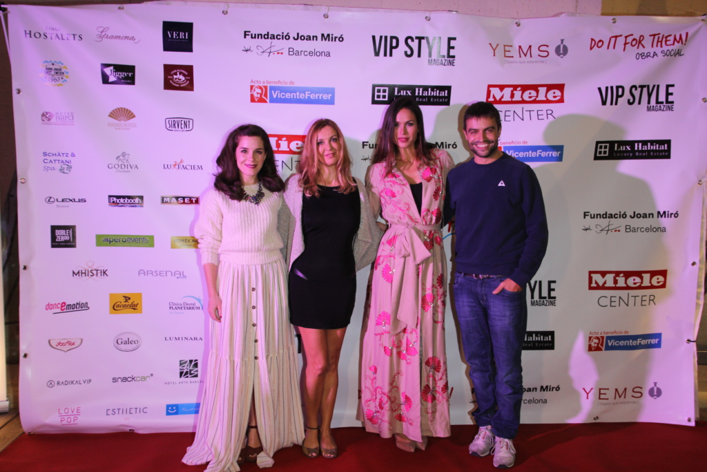 Photocall de evento solidario con influencers en Barcelona